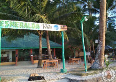 Bar en white Beach